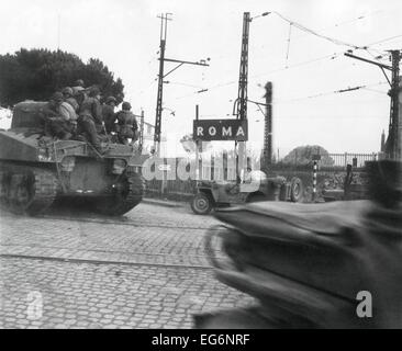 American tanks of the Fifth Army passing big signs for 'Roma' at edge of the city. June 2-4, 1944. U.S. General - Stock Photo