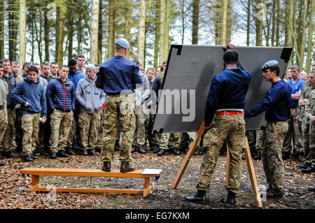 Bangor, Northern Ireland. 18th February, 2015. Soldiers get instruction from an RAF sergeant major in advance of - Stock Photo