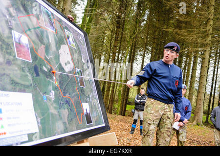 Bangor, Northern Ireland. 18th February, 2015. A sergeant major gives instruction to soldiers in advance of an exercise - Stock Photo