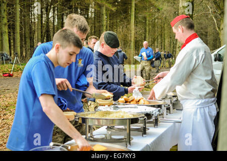 Bangor, Northern Ireland. 18th February, 2015. Army field kitchen staff serve hamburgers to soldiers in a forest - Stock Photo
