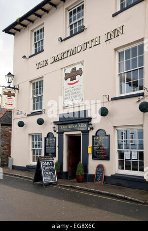 Totnes a market town in Devon England UK. Part of the south Hams district.  The Dartmouth Inn - Stock Photo