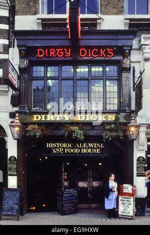 Dirty Dicks public house. London. Circa 1980's - Stock Photo