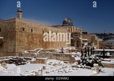 Snow covers the Jerusalem Archaeological Park beneath El Aksa Mosque along the southern wall of Haram al Sharif - Stock Photo