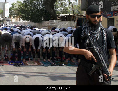 Karachi, Pakistan. 20th Feb, 2015. Police security staffs is standing alert to avoid any untoward incident during - Stock Photo