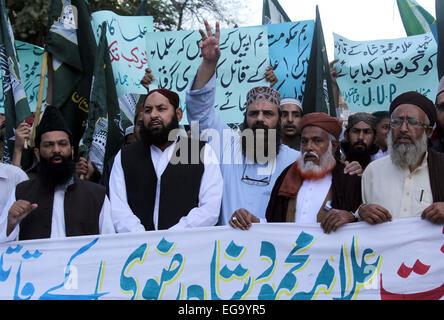 Karachi, Pakistan. 20th Feb, 2015. Members of Jamiat-e-Ulema-e-Pakistan are protesting against killing of Allama - Stock Photo