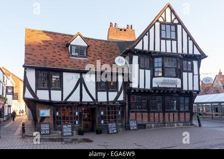 A Tudor timber-framed building on Jubbergate in the centre of York, England, currently Gert and Henry's Restaurant. - Stock Photo