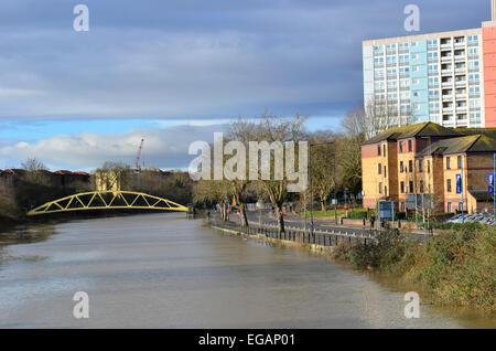 Yellow Banana Bridge Bristol, UK. 21st February, 2015. UK.Weather. High Tides Bristol where water level nearly reaches road , on Clarence Road. Credit:  Robert Timoney/Alamy Live News