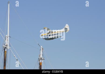 Kenmore Air, Seaplane landing on Lake Union - Stock Photo