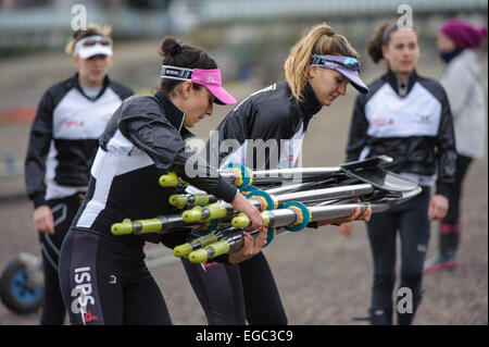 London, UK. 22nd February, 2015.  Molesey BC prepare for their fixture against OUWBC. Credit:  Stephen Bartholomew/Alamy - Stock Photo