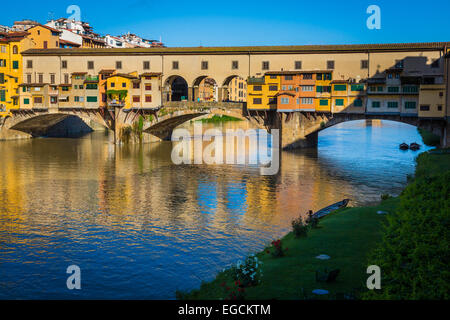 The river Arno and Ponte Vecchio bridge in Firenze (Florence), Italy. - Stock Photo