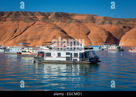 Lake Powell is a reservoir on the Colorado River, straddling the border between Utah and Arizona (most of it, along - Stock Photo