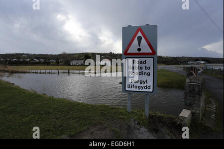 Crofty, UK. Monday 23 February 2015  Pictured: A 'Road Liable to Flooding' road sign during high tide of the Loughor - Stock Photo