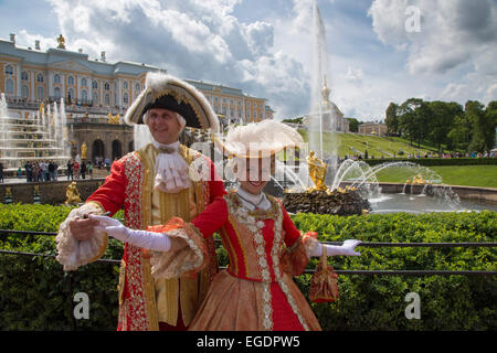 Couple in traditional period costumes at the Grand Cascade fountains at Peterhof Palace (Petrodvorets), St. Petersburg, - Stock Photo