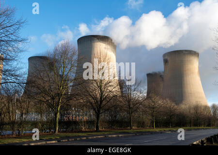 Cooling towers at Drax Power Station near Selby, North Yorkshire. - Stock Photo