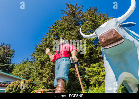 Paul Bunyan and Babe the Blue Ox statues. Trees of Mystery, Klamath, California, United States. - Stock Photo
