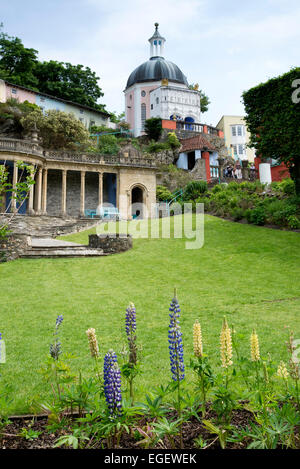 Portmeirion village Italian styled design in North Wales. - Stock Photo