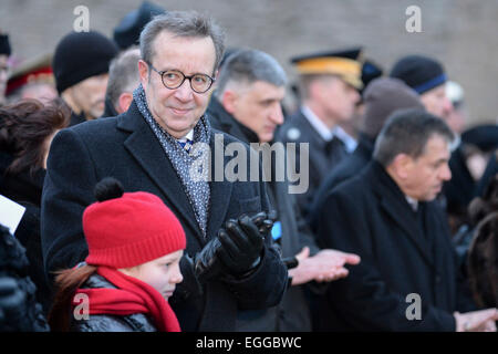 Narva, Russia. 24th Feb, 2015. Estonian President Toomas Hendrik Ilves attends a flag raising ceremony during the - Stock Photo