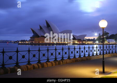 Dawn breaks over the iconic Sydney Opera House, Sydney, New South Wales, Australia. - Stock Photo