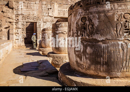 Ruined columns in the mortuary temple of Ramesses III at Medinet Habu. - Stock Photo