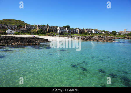 The sandy beach and turquoise seas at Baile Mór, the only village on the Isle of Iona - Stock Photo