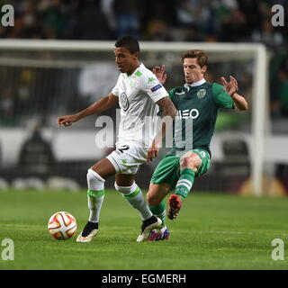 Lisbon. 26th Feb, 2015. Sporting's Adrien (R) vies for the ball with Wolfsburg's Luiz Gustavo during the UEFA Europa - Stock Photo