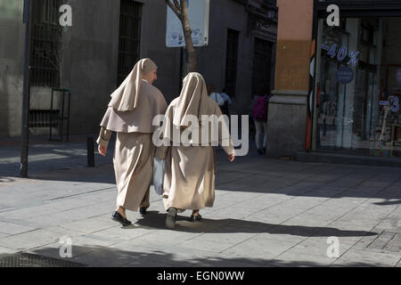 Two nuns stroll through Madrid in habits - Stock Photo