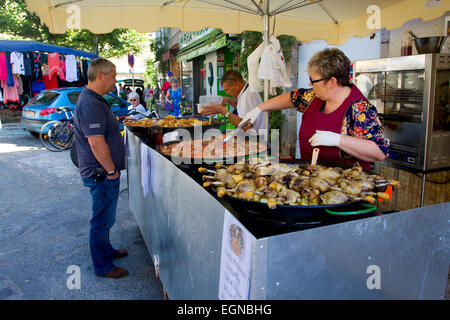 Street scene at a Sunday market in Limogne-en-Quercy, a commune in the Lot Department, south-western France in August - Stock Photo