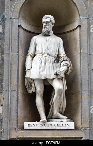 Florence, Tuscany, Italy. The exterior of the Uffizi Gallery is decorated with 19c statues - Benvenuto Cellini - Stock Photo