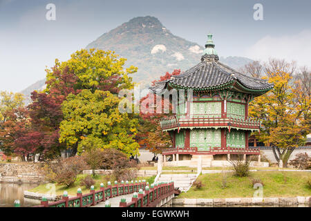 Gyeongbokgung Palace and its grounds on a fine autumn day in Seoul, South Korea. - Stock Photo
