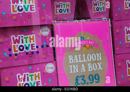 Southport, Merseyside, UK 4th March, 2015. The Card Shop ' With pink Love' Mother's Day, Ballon in a box,  promotion - Stock Photo