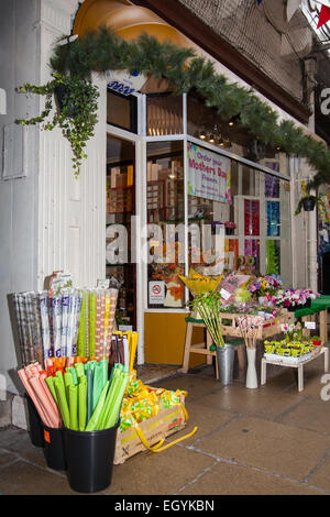 Southport, Merseyside, UK 4th March, 2015. Flower Shop, florist, flower, flower shop, retail, working, front view, - Stock Photo