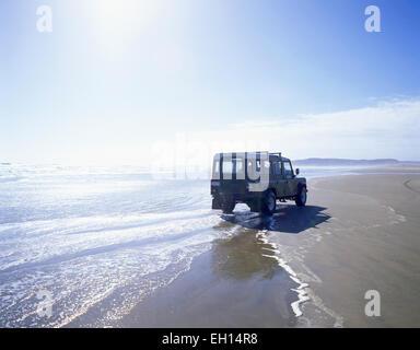 4WD Jeep driving on Ninety Mile Beach, Northland Region, North Island, New Zealand - Stock Photo