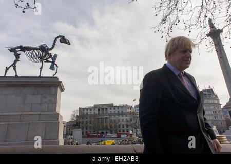 London Mayor Boris Johnson in Trafalgar Square. As the sculpture known as Gift Horse, by German artist Hans Haacke, - Stock Photo