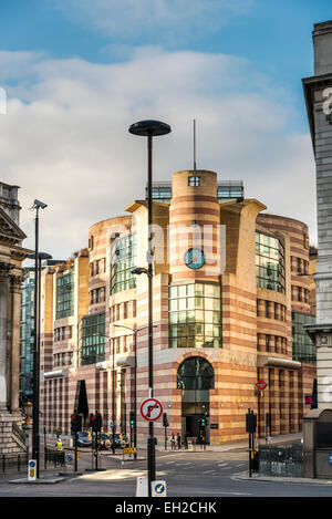 No 1 Poultry is a commercial office development on Bank Junction in the City of London. Coq d'Argent restaurant - Stock Photo