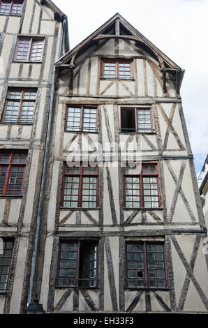 No.13 Rue François-Miron is one of the oldest houses in Paris. - Stock Photo