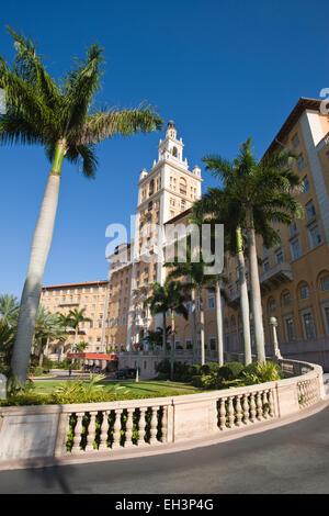 ENTRANCE DRIVEWAY HISTORIC BILTMORE HOTEL CORAL GABLES MIAMI FLORIDA USA - Stock Photo