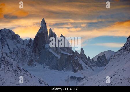 Argentina, Patagonia, Santa Cruz, El Chalten, Cerro Torre, Torre Egger, Aguja Standhart at sunrise in winter - Stock Photo