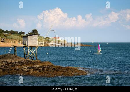 France, Loire Atlantique, Pornic, Portmain, traditional carrelet fishing hut with lift net and windsurfing - Stock Photo