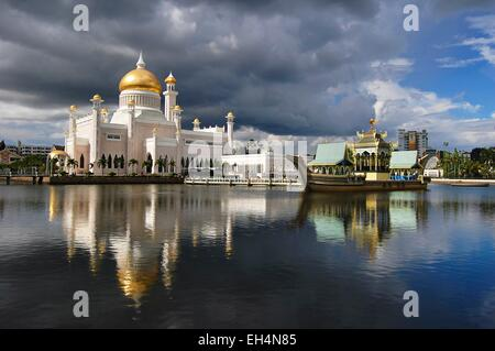 Brunei, Bandar Seri Begawan, Sultan Omar Ali Saifuddin Mosque - Stock Photo