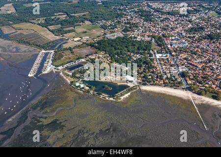 France, Gironde, Ares, the seaside resort on the Bassin d'Arcachon (aerial view) - Stock Photo