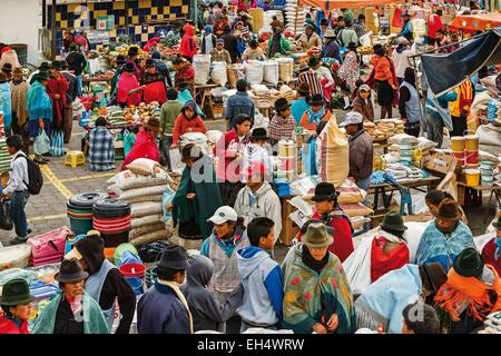 Ecuador, Cotopaxi, Zumbahua, day of the village of Zumbahua market, general view of the burgeoning market - Stock Photo