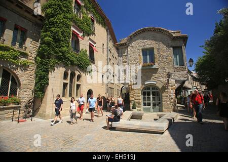 France, Aude, Carcassonne, Tourists on visit in alleys (the Four of St Nazaire street) of the City of Carcassonne - Stock Photo