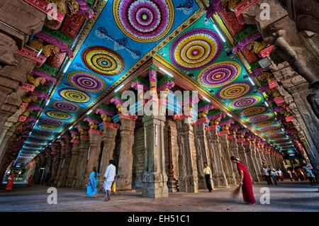 India, Tamil Nadu, Madurai, Sri Meenakshi Temple, the largest Hindu temple in South India - Stock Photo