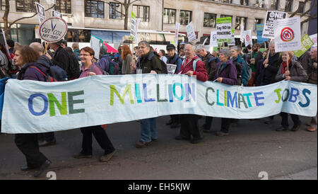 London, UK. 7 March 2015. The People's Climate March organised by the Campaign against Climate Change sets off from - Stock Photo
