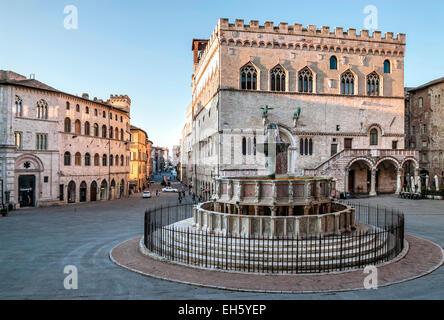Fontana Maggiore Fountain in front of Palazzo dei Priori, Perugia, Umbria, Italy   Springbrunnen, Perugia, Umbrien, - Stock Photo