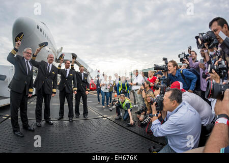 Sydney, Australia. 8th March, 2015. Media help recreating the historic photograph of the record breaking crew that - Stock Photo