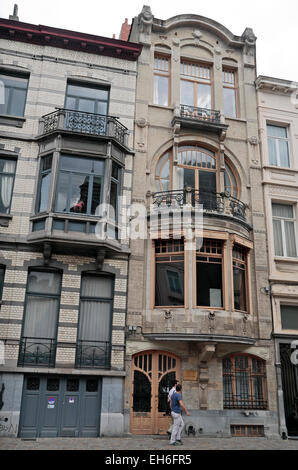 Art nouveau architecture of the buildings on rue cassini for Architecture africaine