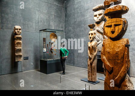 Wooden Mapuche burial statues at the Museo Chileno de Arte Precolombino, Santiago, Chile, South America - Stock Photo