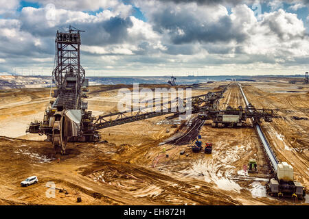 Bucket-wheel excavator at the edge of the open pit Garzweiler II in the Rhenish lignite mining area, Grevenbroich - Stock Photo