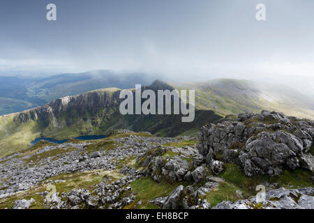 View south from the summit of Cadair Idris, towards Craig Cau. Snowdonia National Park. Gwynedd, Wales, UK. - Stock Photo